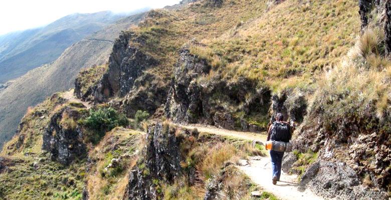 Trekking Yunga Cruz