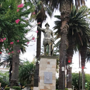 Atractivos: Plaza Luis de Fuentes y Vargas